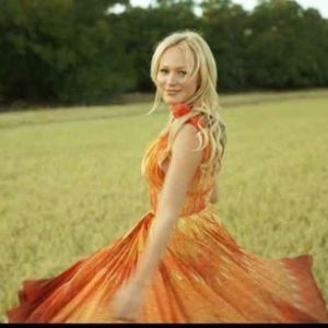 Singer and songwriter Jewel.