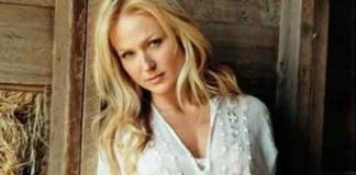 Singer and songwriter Jewel