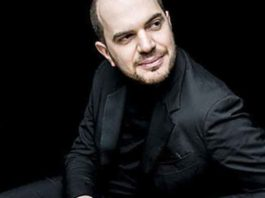 Kirill Gerstein at the piano. Photo by Marco Borggreve