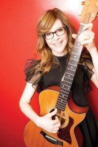 Lisa Loeb playing guitar