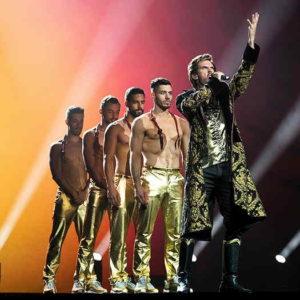 Dan Stevens on stage with backup dancers