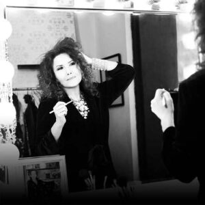 Melissa Manchester in front of mirror