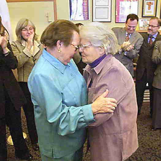 Phyllis Lyon and Del Martin getting married
